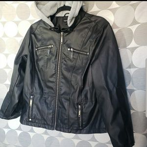 New Look• black faux leather jacket 1X